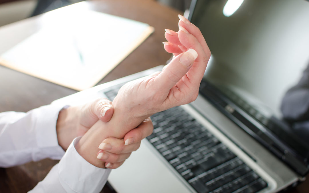 Health Tip: Warning Signs of Carpal Tunnel Syndrome